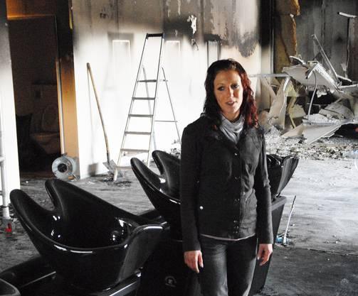 Coiffeur-Salon-Besitzerin Cony Trachsel ist auch Tage nach dem Brand noch fassungslos