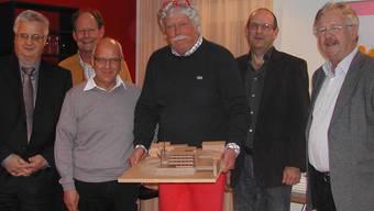 «Für dieses Projekt setzten wir uns ein»: Hansruedi Wüthrich (ganz links), Architekt Martin Frei, Ruedi Bieri, Architekt Ueli Blaser, Blumenhaus-Leiter Roger Schnellmann und Baukommissionspräsident Claude Barbey.