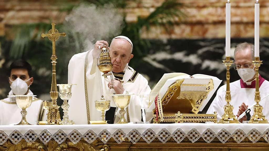 Papst feiert Osternacht – Glaube «keine Antiquitätensammlung»