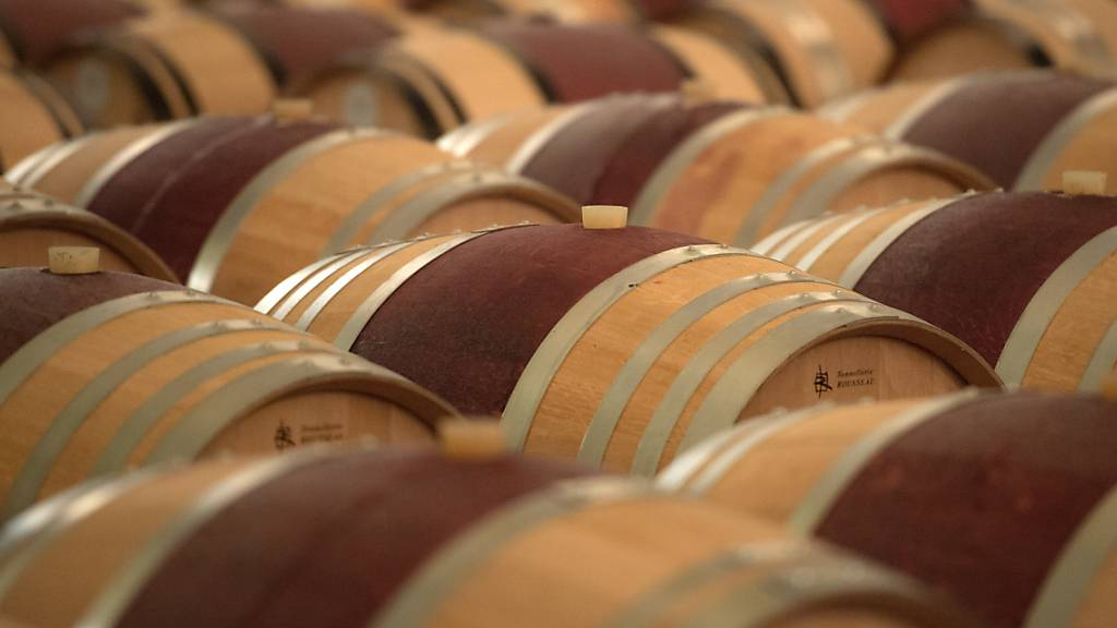 Wein im Überfluss: Wegen geschlossenen Restaurants und Weinhandlungen lagern in Italien rund 150 Millionen Liter mehr Wein in den Weinkellern als im Vorjahr.