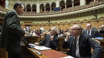 Hat seinen Platz im Nationalrat gefunden: Hans Egloff (rechts) im Gespräch mit seinen Kollegen Philipp Müller (FDP, AG, links) und Hans Killer (SVP, AG, Mitte). KEYSTONE
