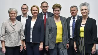 Die neue zusammengesetzte Zürcher Regierung: Jacqueline Fehr (SP), Martin Neukom (Grüne), Natalie Rickli (SVP), Mario Fehr (SP), Silvia Steiner (CVP), Ernst Stocker (SVP) und Carmen Walker Späh (FDP).