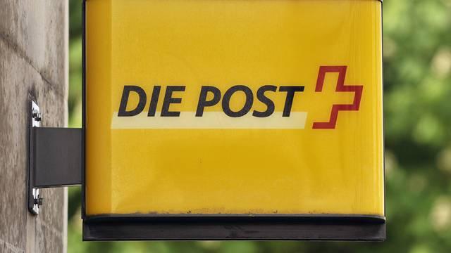 In kleinen und mittleren Poststellen müssen die Postangestellten selber putzen (Archiv)