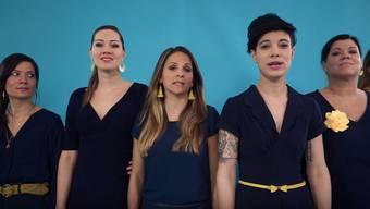 Deborah, Cathryn und Tabea, drei der sechs «Härz»-Frauen zu Gast in der Sendung «TalkTäglich» auf Tele Züri.