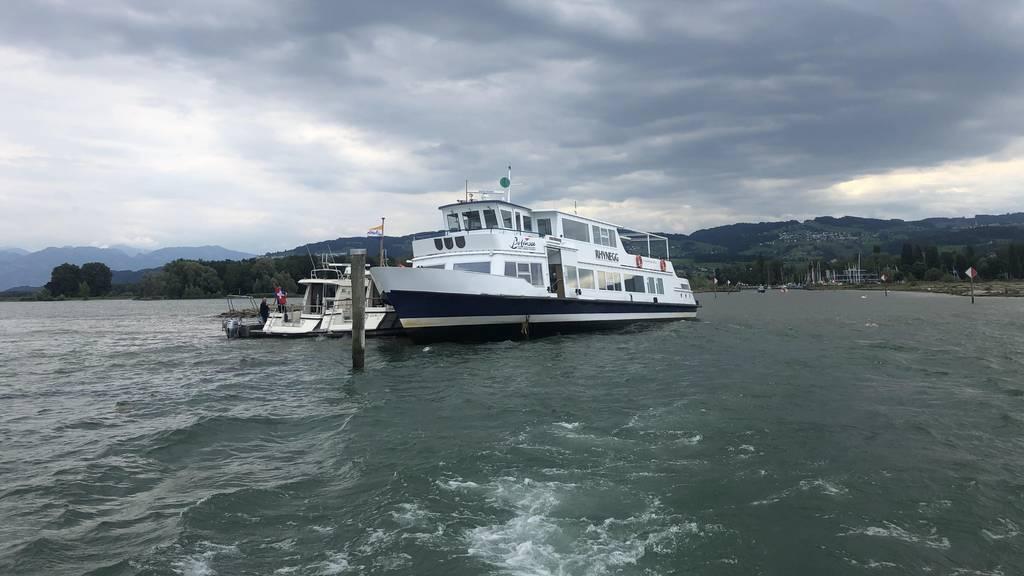 Kursschiff läuft auf Verbauung auf und muss evakuiert werden