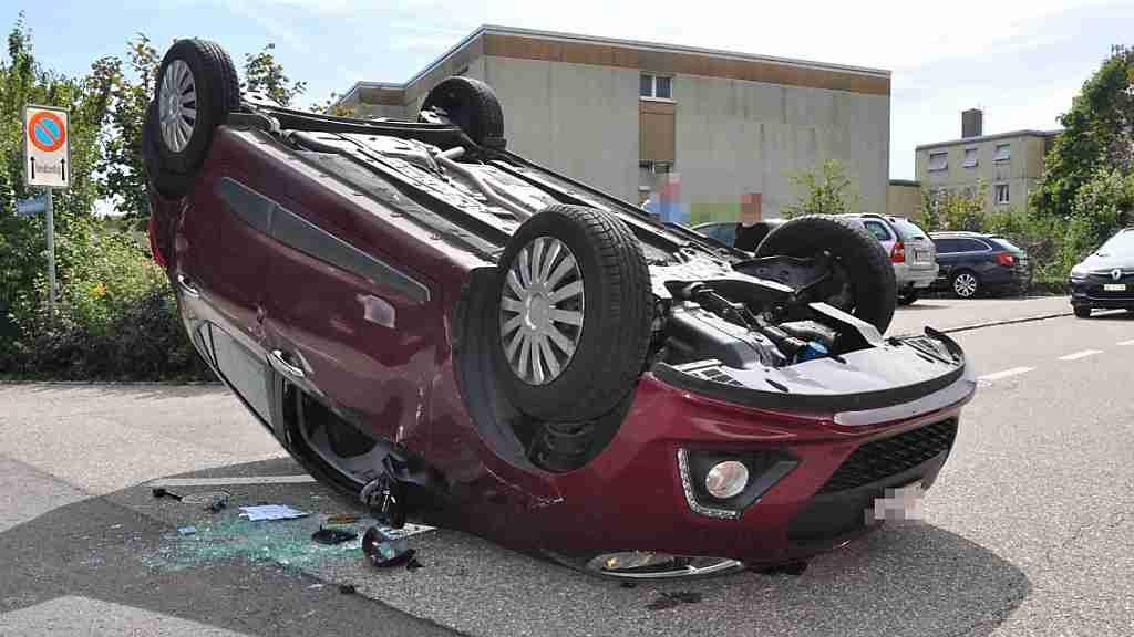 Auto eines 88-Jährigen landet bei Selbstunfall auf dem Dach