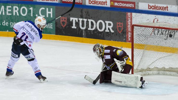 Mit seinem zweiten versenkten Penalty sicherte Frederik Pettersson dem ZSC in Genf den Sieg