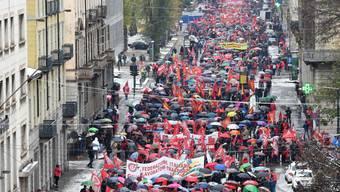 Rentenalter-Demonstration im verschneiten Turin.