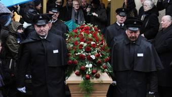 Hunderte Trauergäste geben Christa Wolf das letzte Geleit