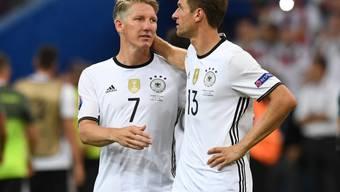 Bastian Schweinsteiger (links) und Thomas Müller lassen den Kopf nicht hängen