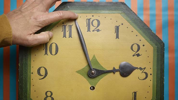 Die Zeit beschäftigt uns aktuell wieder – die Debatte um Sommer- und Winterzeit ist neu entbrannt. (Symbolbild)