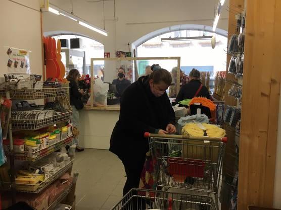 Nicht nur Masken, auch Einkaufswagen sind in den Läden (mit Einkaufswagen) Pflicht. (Bild: ZVG/watson.ch)