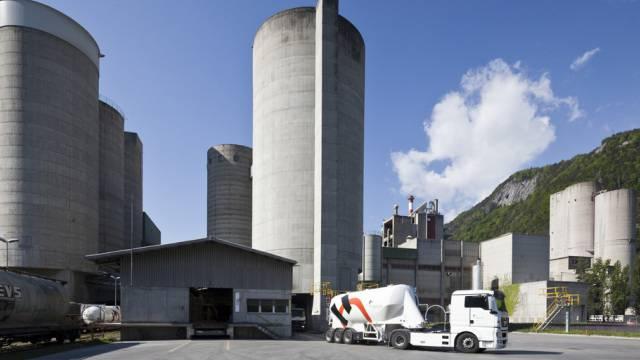 Eine Zementfabrik von Holcim im Bündnerischen Untervaz (Archiv)