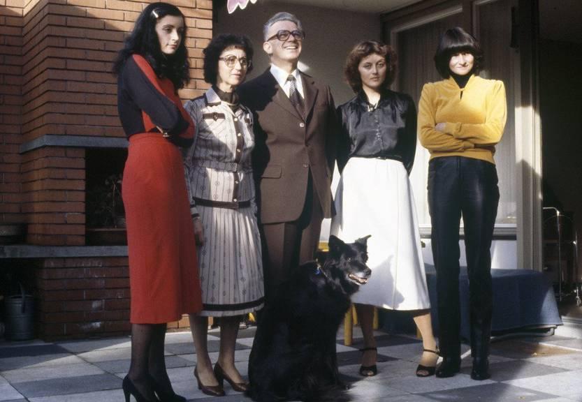 Bundesrätin Eveline Widmer-Schlumpf (2.v.rechts) mit Familie. Ihr Vater, Leon Schlumpf, war Bundesrat zum Zeitpunkt der Aufnahme 1980. (KEYSTONE/Niklaus Stauss)