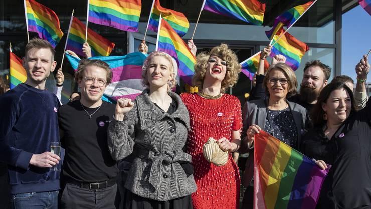 """Das Komittee für """"Ja zum Schutz vor Hass"""" vom 9. Februar."""