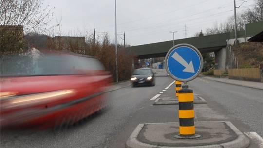 Kantonsstrassen, wie hier in Umiken: Viele davon sind gemäss Jürg Dietiker Tempo-30-tauglich. BY