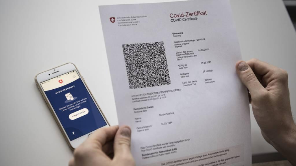 Personen, die sich im Ausland gegen das Coronavirus haben impfen lassen oder genesen sind, sollen einfacher zu einem Covid-Zertifikat gelangen: Der Bundesrat will dafür eine nationale Anmeldestelle schaffen.