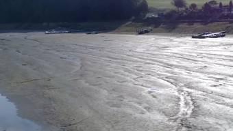 Jeden Tag sinkt der Pegel des Lac de Brenets um 18 Zentimeter. Auf der französischen Seite des Sees werden bereits Lösungen gesucht.