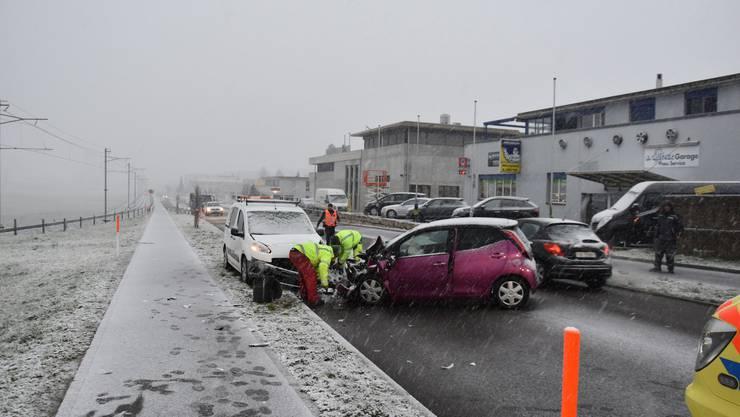 Lohn-Ammannsegg SO, 26. Februar: Eine Autolenkerin geriet auf die Gegenfahrbahn und kollidierte mit einem entgegenkommenden Fahrzeug. Beide Lenker wurden ins Spital gebracht.