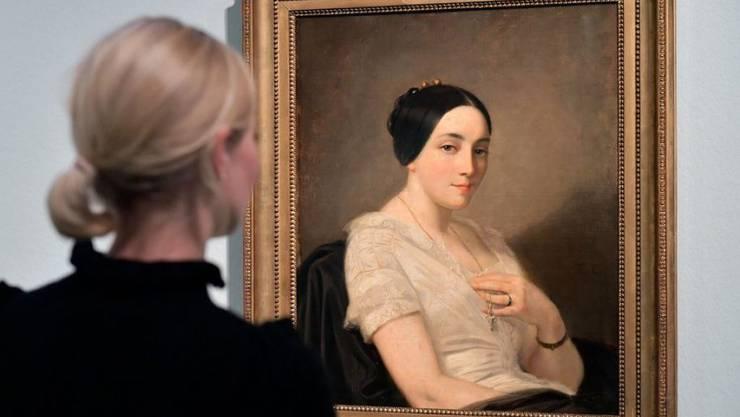 """Die rechtmässigen Besitzer des """"Portrait de jeune femme assise"""" des französischen Malers Thomas Couture (1815-1879) konnten dank eines winzigen reparierten Loches auf Brusthöhe eruiert werden. (Archivbild)"""