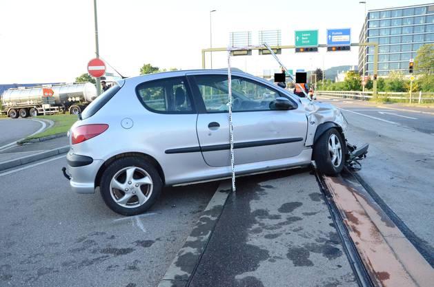 Die Lenkerin kollidierte auf der Salinenstrasse heftig mit einem Auto.