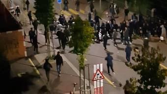 Mit Gummischrot und Tränengas: Polizei verhindert Aufeinandertreffen von Zürcher Fans.
