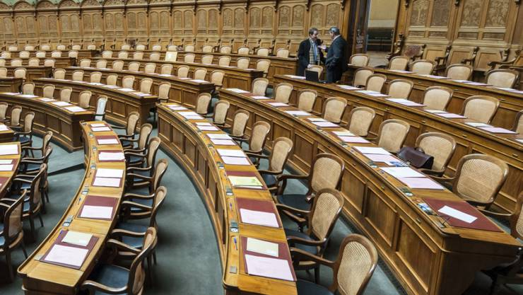 Ab heute füllen sich die Reihen wieder: Der Nationalrat hält eine dreitägige Sondersession ab. Diese dient dazu, den Pendenzenberg abzubauen. Der Rat wird über zahlreiche parlamentarische Vorstösse entscheiden. (Archiv)