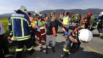 An einer Übung beim Flughafen diesen Sommer bewiesen die Rettungsdienste gute Zusammenarbeit. (Bild: Oliver Menge)