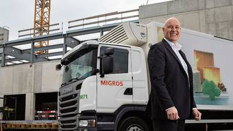 Migros-Aare-Boss Anton Gäumann vor der Grossbaustelle für die Logistikplattform 2030 in Schönbühl. Die Grossprojekte haben unter Corona kaum gelitten, die Umsätze dagegen stark.