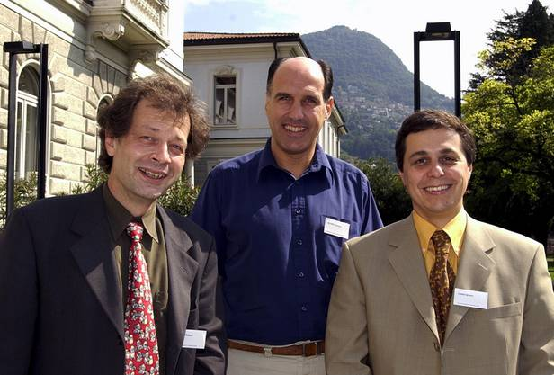 Von 1996 bis 2008 amtet er als Tessiner Kantonsarzt. Hier posiert er 2002 mit Robert Hämmig (Gesellschaft für Suchtmedizin, links) und Jacques de Haller (Gesellschaft für Allgemeinmedizin).