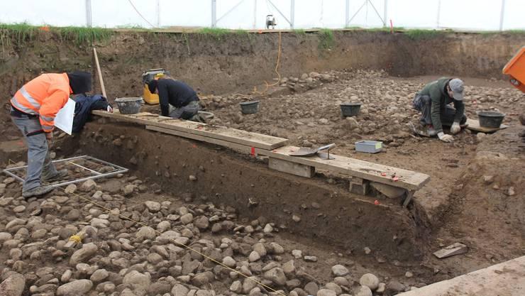 Die Archäologen legten beim Gubristportal in Regensdorf unter anderem Strassen aus der Römerzeit frei.