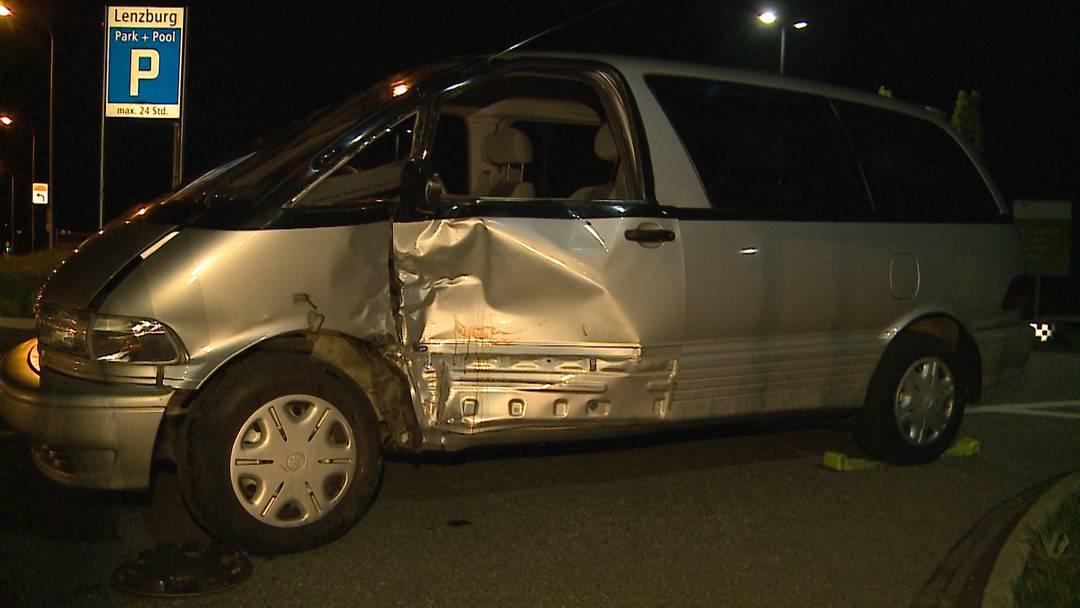 Töffunfall in Lenzburg: Fahrer bricht sich Gesicht