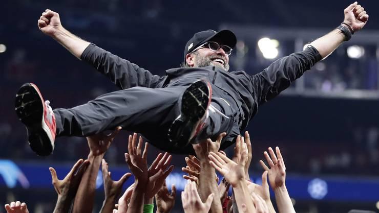 Jürgen Klopp ist ein spezieller Trainer: Manchen bezeichnen in als Menschenfänger. Seiner einnehmenden Art wegen, hat ihn ganz Liverpool ins Herz geschlossen. Das Bild entstand nach dem Gewinn der Champions League 2019.