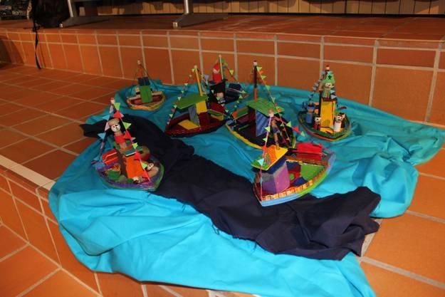 Farbige Schiffsmodelle