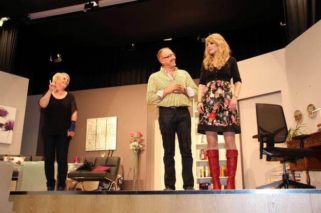 Lucie, ihr Mann Louis und die blutjunge Witwe Viviane.