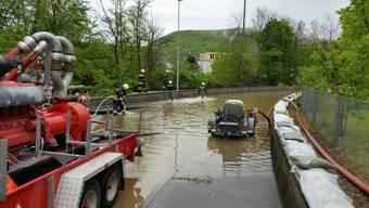 Hochwasser in Wildegg: Die Bahnunterführung Wildegg (siehe Bild) Richtung Auenstein stand am Samstagnachmittag immer noch unter Wasser.