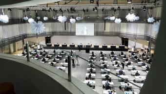 Die erste Sitzung des Grossen Rates in der Umwelt-Arena Spreitenbach brachte kaum Diskussionen über, aber zahlreiche neue Vorstösse zum Coronavirus und seinen Folgen.