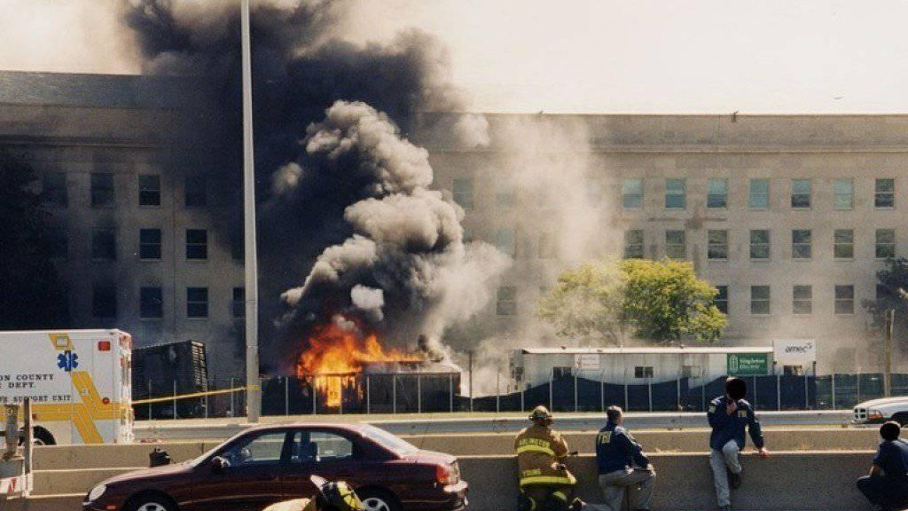 Neben den Terroristen starben beim Anschlag auf das Pentagon 184 Menschen: 125 im Gebäude des Verteidigungsministeriums sowie 59 Passagiere und Besatzungsmitglieder.