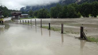 Dauerregen sorgt für gesperrte Strassen und geflutete Keller