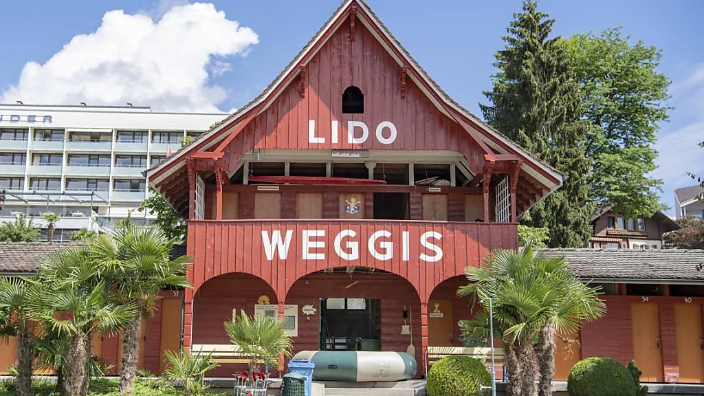 Der Ersatzneubau für das Hallenbad-Lido ist eine der finanziellen Herausforderungen der Gemeinde Weggis LU. (Archivaufnahme)