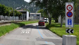 Wer in der Tempo-30-Zone parken will, kann dies nun auch mit einer Tageskarte für fünf Franken.