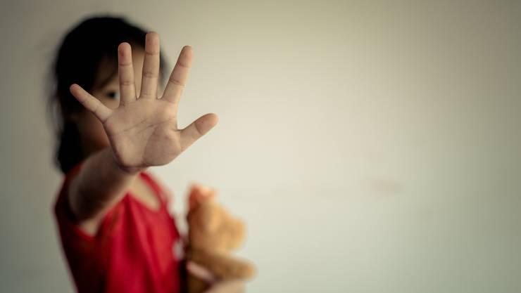 Laut einer Studie wird jedes vierte Kind mit psychischer und jedes zwanzigste mit physischer Gewalt bestraft. (Symbolbild)