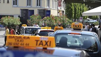 Taxis vor dem Basler Bahnhof.