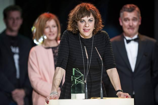 Regisseurin Sabine Boss freut sich über den Preis für den besten Schweizer Spielfilm