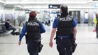 Die Frau fiel den Polizisten bei der Grenzkontrolle auf.