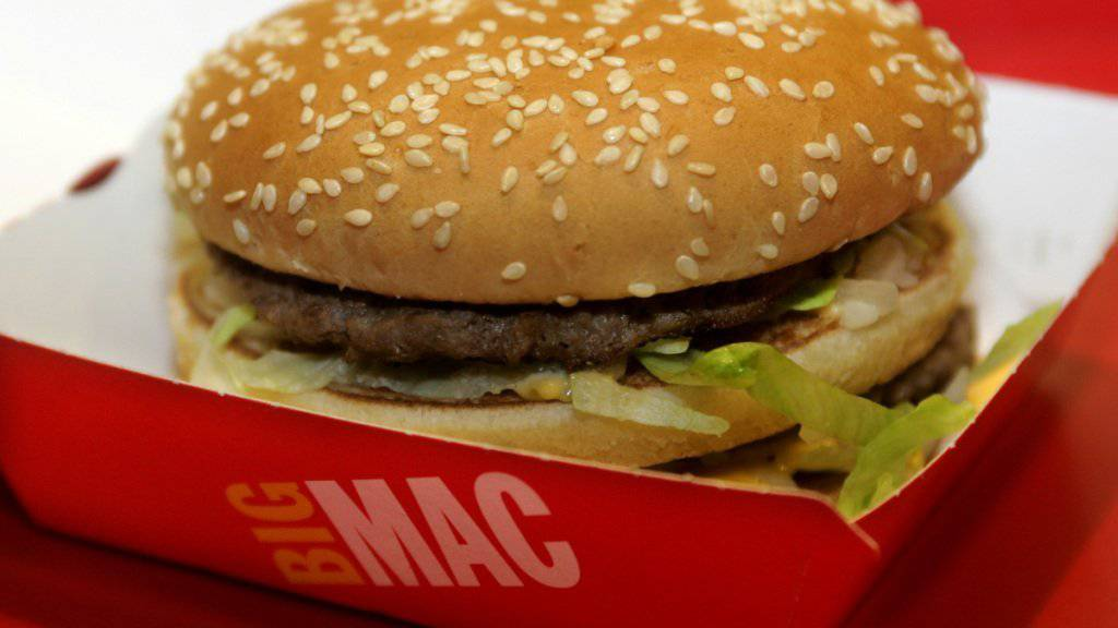 Essen bei McDonald's ist im Ausland günstiger. Das spürt auch McDonald^s Schweiz. (Symbolbild).