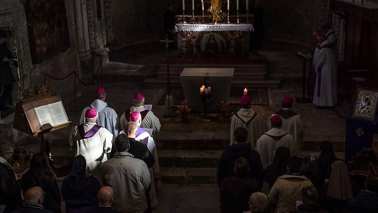 Gebetszeremonie für Opfer von sexuellem Missbrauch in der Kirche in der Basilika Valere in Sion im Jahr 2016. (Archivbild)
