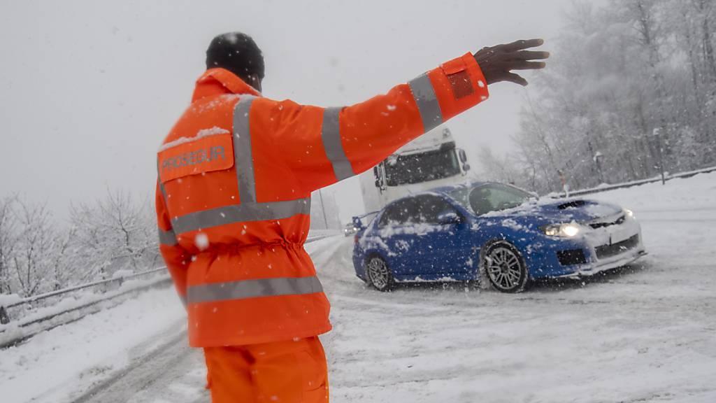 Starke Schneefälle bringen SBB im Tessin an ihre Grenzen