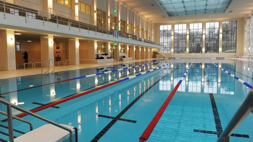 Der obligatorische, gemischtgeschlechtliche Schwimmunterricht hat die Religionsfreiheit von zwei muslimischen Mädchen nicht verletzt, befand Strassburg. (Symbolbild)