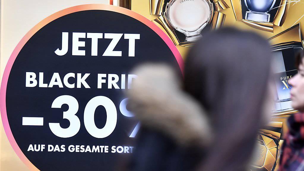 Die Schnäppchenjagd am «Black Friday» in der Schweiz wird immer beliebter. (Archiv)